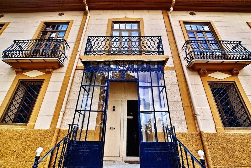 Façade of the Vera de Estenas winery